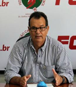 Rubens Renato Angelotti, presidente da FCF que cobra 10% dos clubes!